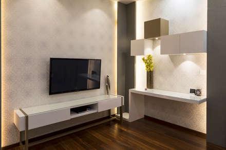 Prestige White meadows - 47: modern Media room by NVT Quality Build solution