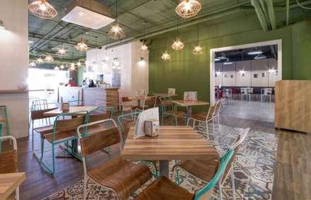 MOKA CAFE: Bares y Clubs de estilo  de DECORACION VINTAGE S.L.