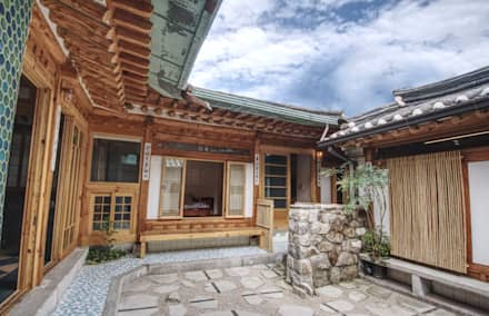 'Hyehwa1938' - korean modern traditional house: 참우리건축의  정원