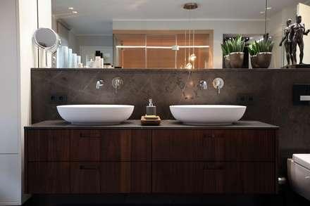 Masterbad mit Sauna: moderne Badezimmer von AID-Studio