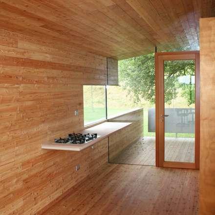 Angolo cottura: Cucinino in stile  di Massimo Berto Architetto