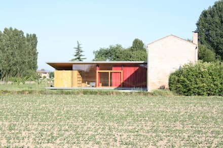 Vista Est: Casa di legno in stile  di Massimo Berto Architetto