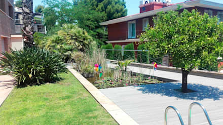 Tarima exterior sintética Barcelona - Sarrià: Estanques de jardín de estilo  de ecojardí