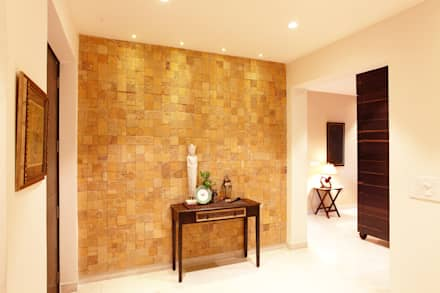 Lotus Apartment:  Corridor & hallway by Saloni Narayankar Interiors