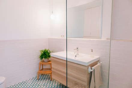 Baño : Baños de estilo minimalista de Oslätt