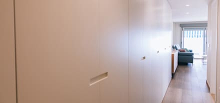 Pasillo: Pasillos y vestíbulos de estilo  de Oslätt