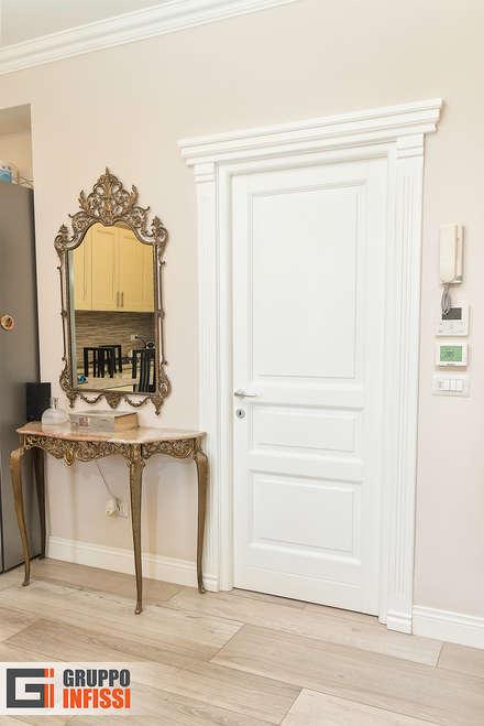 Puertas interiores de estilo  por Gruppo Infissi