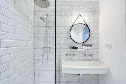 Longère: Salle de bain de style de style Scandinave par blackStones