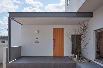 高台に建つ家: toki Architect design officeが手掛けた家です。