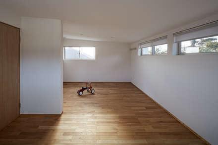 高台に建つ家: toki Architect design officeが手掛けた子供部屋です。