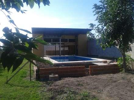 Piscinas de jardín de estilo  por Adrián Rubiales Arquitecto