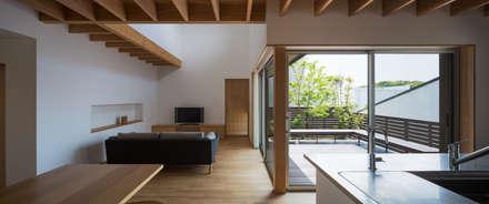 福津の家: 柳瀬真澄建築設計工房 Masumi Yanase Architect Officeが手掛けたリビングです。
