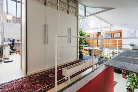 Fotografie Loft industriale || Foto di ZEROPXL: Ingresso & Corridoio in stile  di ZEROPXL | Fotografia di interni e immobili