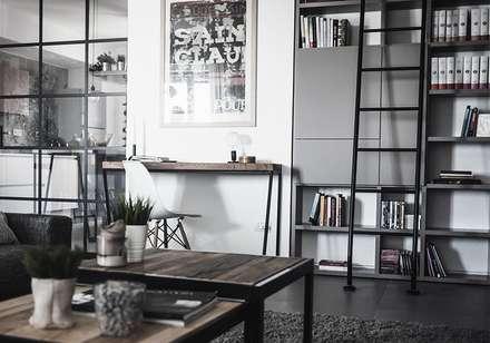 Casa N: Soggiorno in stile in stile Industriale di Giulia Brutto Architetto