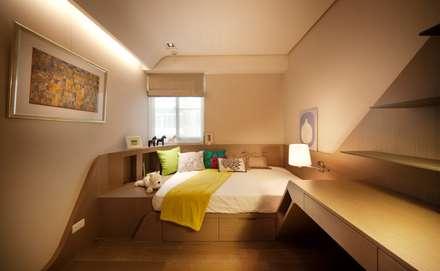 modern Nursery/kid's room by 沐光植境設計事業