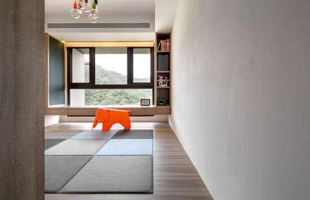 modern Nursery/kid's room by 昕益有限公司