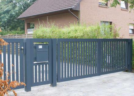 Jardines delanteros de estilo  de Nordzaun