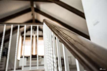 Escaleras de estilo  por Vivienda Sana