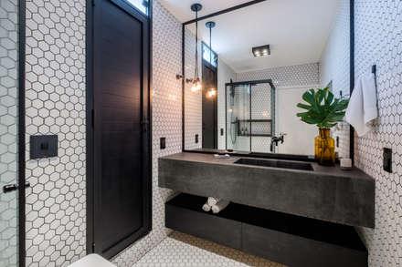 COBERTURA ANAPURUS: Banheiros modernos por Macro Arquitetos