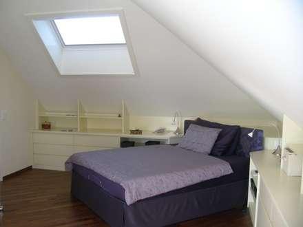 Renovation Penthouse: klassische Schlafzimmer von adriano@kraenzlin.com