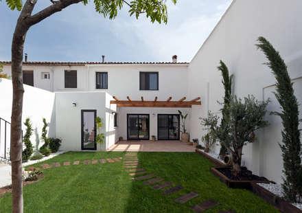 Casa de Ontem: Casas mediterrânicas por Raul Garcia Studio