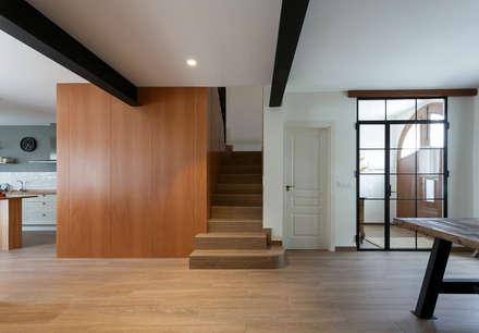 Casa de Ontem: Escadas  por Raul Garcia Studio