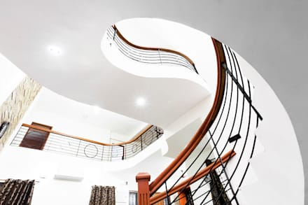 Saravanan Residence:  Stairs by M/s Studio7 Architects