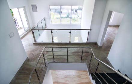 Beach Villa,Uthandi:  Stairs by M/s Studio7 Architects