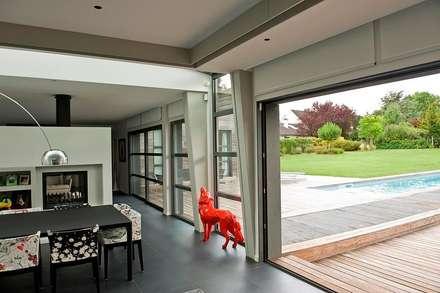EC-Bois | Maison Aubry | Montfort l'Amaury: Salle à manger de style de style Moderne par EC-BOIS