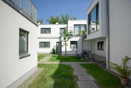 Innenhof:  Mehrfamilienhaus von Grotegut Architekten