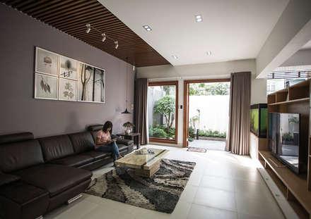 Thiết kế không gian rộng rãi, thoáng mát:  Phòng khách by Công ty TNHH Xây Dựng TM – DV Song Phát