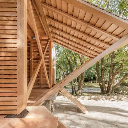 Espigueiro-Pombal do Cruzeiro: Pavimentos  por Tiago do Vale Arquitectos