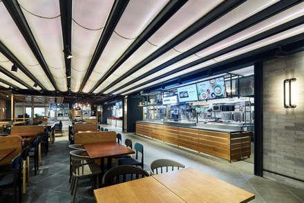 Restaurantes de estilo  por (주)리슨커뮤니케이션