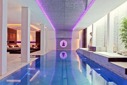 Villa Mit Stil Und Voller Technischer Finessen   Hightech Wohnen: Moderner  Pool Von Gira