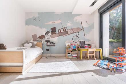 : Stanza dei bambini in stile in stile Moderno di Tarimas de Autor