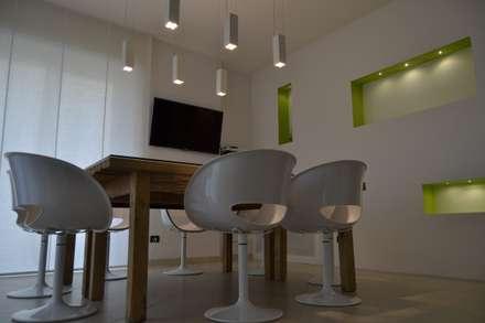 Neo Office: Studio in stile in stile Minimalista di Nap Design