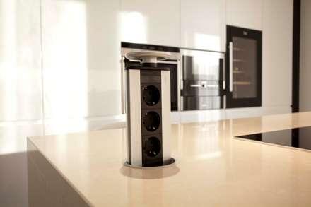 Bidoeira 01: Cozinhas modernas por Eficema, móveis lda