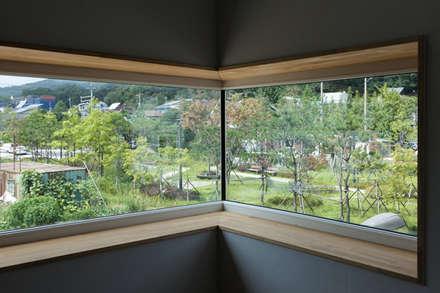 Windows  by 이웃건축