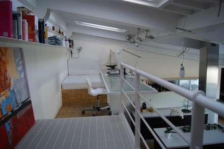 Realizzazione attico Massa: Studio in stile in stile Minimalista di Della Bona & Fiorentini Studio di Architettura