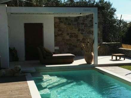 PISCINA  A MULINETTI: Giardino con piscina in stile  di Studio Messori