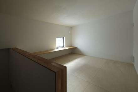 ロフト: 前田工務店が手掛けた書斎です。