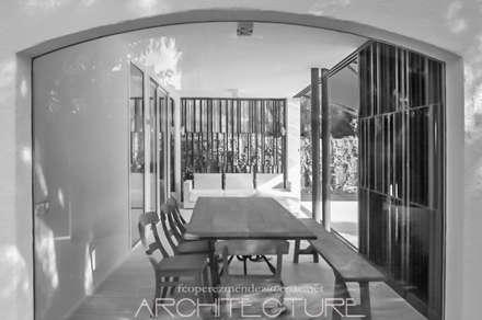 H House: Jardines de estilo mediterráneo de FPM Arquitectura