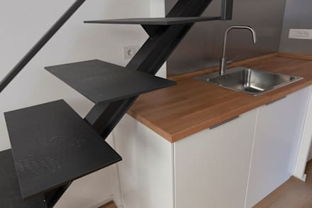 Casa privata con soppalco: Scale in stile  di Laura Galli Architetto