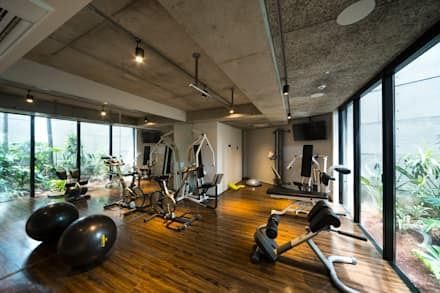 modern Gym by (有)中尾英己建築設計事務所
