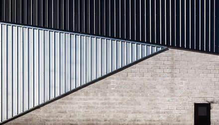 Exhibition centres by Speziale Linares arquitectos