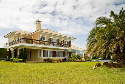 Maciel e Maira Arquitetos의  전원 주택