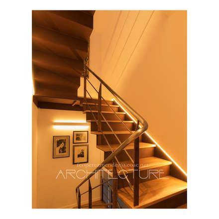 Escalera Principal: Escaleras de estilo  de FPM Arquitectura