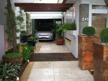 Garage prefabbricato in stile  di Cláudio Maurício e Paulo Henrique