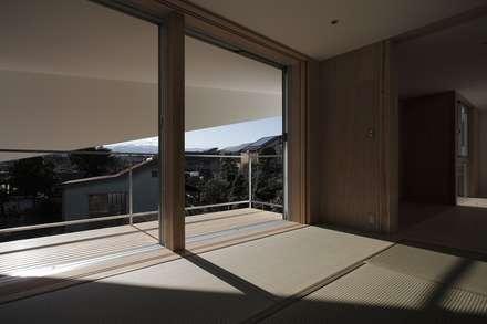 Ventanas de PVC de estilo  por 前田工務店