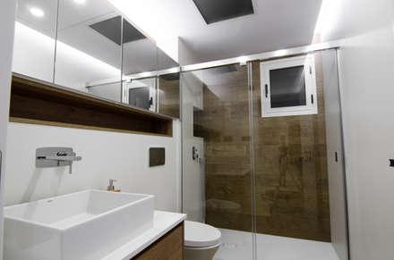 Baño de invitados: Baños de estilo moderno de CARMAN INTERIORISMO